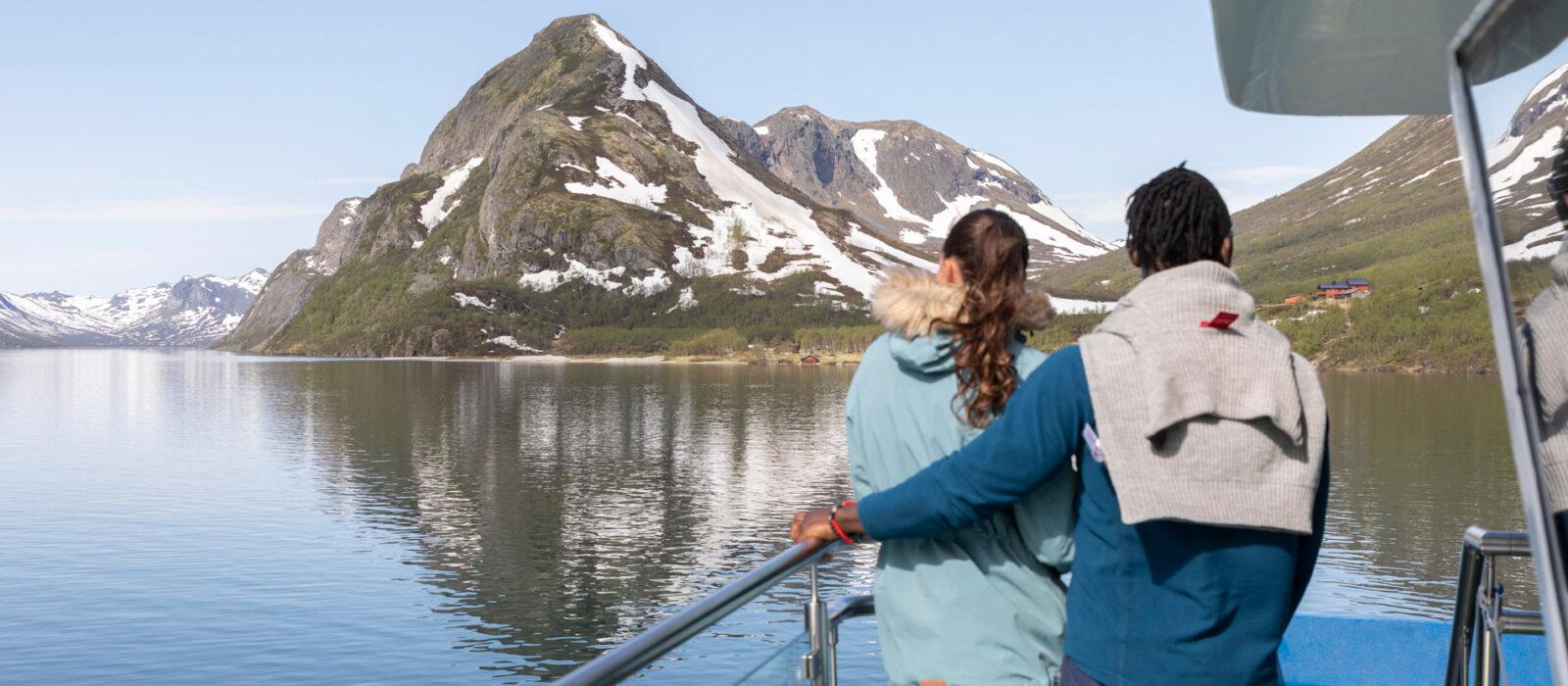 to som er på båttur med gjendebåtene over gjende før de skal gå fjelltur